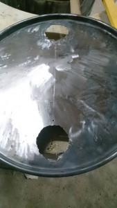 Ugly Drum Smoker Deckel geschliffen und gebohrt