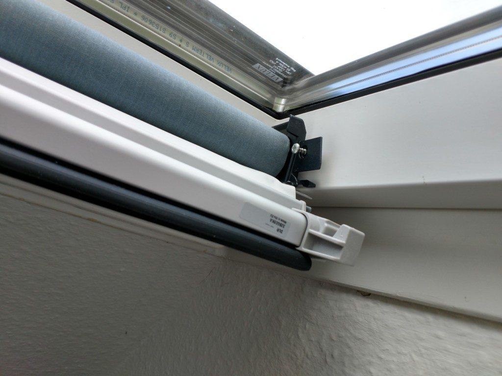 Verdunklungsrollo Dachfenster Einbau