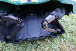 Grasfangkorb des Bosch AdvancedRotak 750 zusammengeklappt