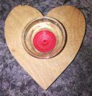 Selbstgemachter Teelichthalter mit Herz für den Valentinstag